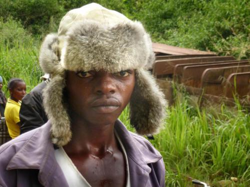 Gaston Mungamba lebt vom Warentransport auf seinem Fahrrad.
