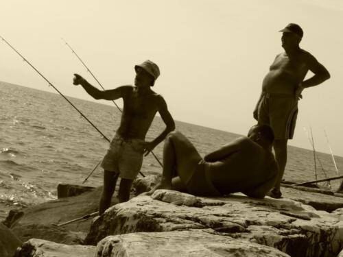 Angler am Meer in Italien